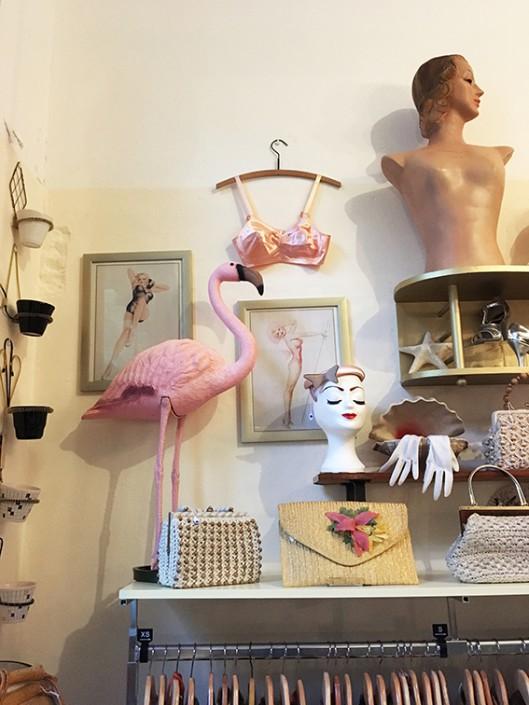 Gewichtige Gedachten bezoekt een Vintage shop